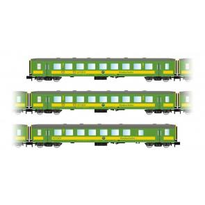 """Arnold HN4209 3-teiliges Set """"Schlierenwagen"""" der GySEV, bestehend aus 2 x 2.Kl. Wagen und einem Halbgepäckwagenin grün/gelber Lackierung"""